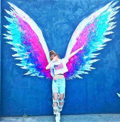 New amazing street art graffiti girls Ideas Murals Street Art, Street Art Graffiti, Unique Art Projects, Angel Wings Art, Graffiti Girl, Grafiti, Amazing Street Art, Mural Wall Art, Cute Cartoon Wallpapers