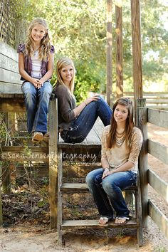 Great siblings portrait via Sara Jensen Photography... I'm thinking mother - daughters :)
