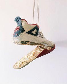 🤣 Haben eure Sneaker schon mal so ausgesehen? 📷 by @mikekimbackwards #air #airjordan #aj4 #airjordan4 #basketballshoes #grailify #hypebeast #igsneakercommunity #jordan #jordandepot #jordans #jordansdaily #jumpman23 #kicks #kicksonfire #kickstagram #michaeljordan #nicekicks #nike #sneaker #sneakercommunity #sneakerfreaker #sneakerhead #sneakerheads #sneakerlove #sneakernews #streetwear #vintagenike #walklikeus #wdywt Jordan 4, Michael Jordan, Nike Air Jordans, Vintage Nike, Custom Sneakers, Vans Sneakers, Converse, Adidas, Hypebeast