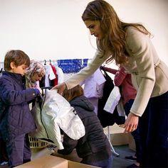 Rania de Jordania enseña el valor de la solidaridad a sus hijos en Navidad