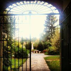 La vista di CLO'ET LABORATORIO ….. mi fa dimenticare di essere a Bergamo e mi riporta all infanzia dei giardini segreti! Buongiorno Mondo! #cloet #cloetlab #cloetlaboratorio #bergamo #bergamocentro #interni #design #garden #green #home #love #buongiorno #sveglia #ariafresca #giardinosegreto #infanzia #happy #like #instabergamo #instagood #instagram #instadesign #mood #cool #tendenze