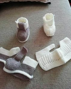 Crochet Child Booties Crochet Baby Booties Supply : Crochet Baby Moccasins by debozark Baby Knitting Patterns, Baby Booties Knitting Pattern, Crochet Wrap Pattern, Knit Baby Booties, Crochet Baby Shoes, Knitting Socks, Knitting Designs, Baby Patterns, Vogue Knitting