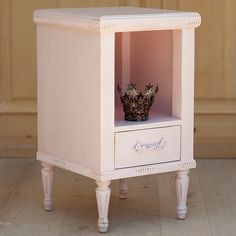 Bradshaw Kirchofer St Andrews Small Side Table @Layla Grayce