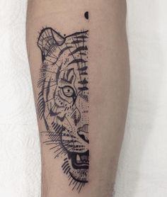 half tiger ✨ • gugauecz@gmail.com • @estudiovertebra • #vrtbr #uecz #lines #tattoo #curitiba #blackworkerssubmission  #blxckink  #blackworkers  #equilattera #tattrx #tttism  #inkstinctsubmission #gugauecz #blacktattoo #tattoodo #contemporarytattooing #darkartists #TAOT