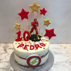 Tarta zanahoria Iron Man y estrellitas. Ironman Cake, Cakes For Men, Birthday Cake, Cupcakes, Desserts, Food, Fondant Cakes, Lolly Cake, Homemade Recipe