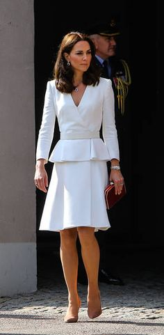 Befitting a princess in style. Princess Katherine, Princess Diana Family, Prince William And Kate, William Kate, Duchess Kate, Duchess Of Cambridge, Kate Middleton Legs, Princesse Kate Middleton, Pantyhosed Legs