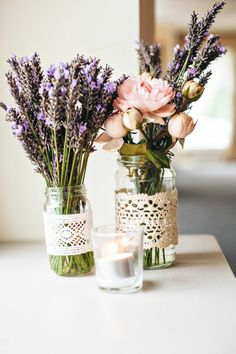 tischdeko selber machen - Einmachgläser mit Spitze und Lavendel dekorieren