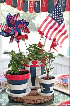 DIY 4th of July Decorations: Patriotic Flower Pot Centerpiece.
