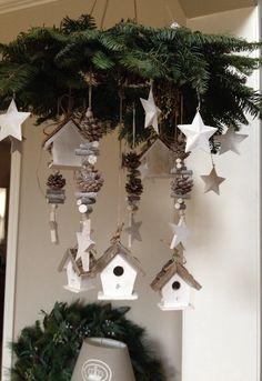Hangende kerstkrans met sterren