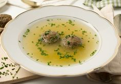 Herzhafte Leberknödel in einer kräftigen Suppe sind ein beliebter Suppenklassiker in der Österreichischen Hausmannskost. Selbst gemacht natürlich am allerbesten! Gleich ausprobieren! Low Carb Lasagna, Gluten Free Pasta, Pasta Dishes, Mashed Potatoes, Soup, Tasty, Diet, Fruit, Cooking