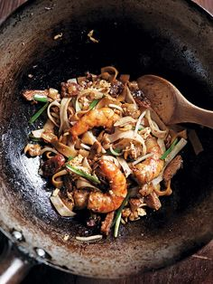 Char Kway Teow Recipe (Char kway teow is a Malaysian street food sensation made with rice noodles, seafood, sausage, and soy sauces.) Source by davidleite Malaysian Cuisine, Malaysian Food, Malaysian Recipes, Char Kway Teow Recipe, Seafood Recipes, Cooking Recipes, Noodle Recipes, Asian Street Food, Chinese Street Food