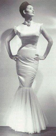 Sarah Harris first black model...I would love a wedding dress like this!