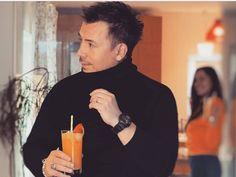 """Răzvan Fodor este prezentatorul acestui sezon al emisiunii Burlacul. În cadrul unui interviu acordat celor de la Viva, Fodor a vorbit despre emisiunea… Citeste articolul complet AICI -> Răzvan Fodor, noi detalii despre emisiunea """"Burlacul"""" - YVE.ro."""