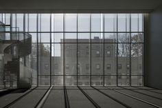 JA+U : MIT Media Lab Complex by Maki and Associates ©Shinkenchiku-sha