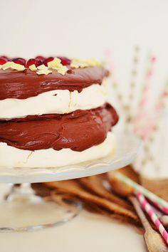 Romantic Valentine's Day Desserts Pavlova with Chocolate , Mascarpone Cream Recipe, τούρτα, πάβλοβα, κρέμα σοκολάτας, μαρέγκα, ασπράδι, μαρασκίνο, Αγίου Βαλεντίνου, Γαβριήλ Νικολαΐδης, cool artisan Pavlova, Mascarpone Cream Recipe, Valentines Day Desserts, Cream Recipes, Chocolate, Ethnic Recipes, Food, Essen, Chocolates
