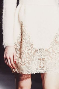 Valentino Details #runway #whitelace