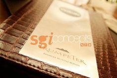 cubiertas de menu con chapas grabadas con logos