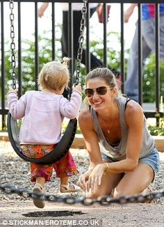 Gisele Bundchen and Tom Brady play with their children at Boston park #dailymail