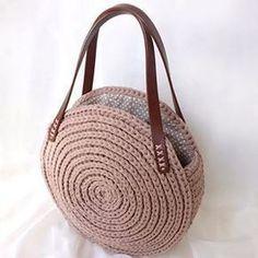 Marvelous Crochet A Shell Stitch Purse Bag Ideas. Wonderful Crochet A Shell Stitch Purse Bag Ideas. Crochet T Shirts, Crochet Tote, Crochet Handbags, Crochet Purses, Knit Crochet, Crochet Wallet, Crochet Shoulder Bags, Yarn Bag, Crochet Shell Stitch