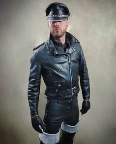 Leather Men, Leather Pants, Leather Jackets, Man Smoking, Second Skin, Cute Guys, Sexy Men, Mens Fashion, Daddy