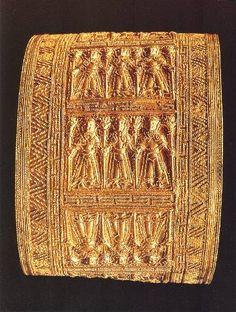 Etruscan gold bracelet Cerveteri C500BC Vatican Etruscan museum