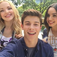 dove-cameron-sofia-carson-shawn-mendes-june-4-2015-2