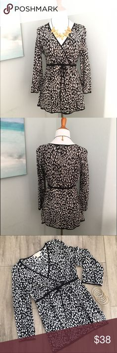 """Michael Kors Tie Sweater -Petite This lightweight sweater will move easily from day to evening with the change of a necklace and shoes! It's effortless chic, that MK is known for. Luxuriously soft! Adjustable tie waist.  It's perfect for leggings too . ✨Measures : Approx 18"""" bust, 27"""" Long✨ Excellent condition! Bundle for best pricing :). 📍Petite marked, but could work for regular if you like the length. Michael Kors Sweaters V-Necks"""