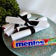 Menos DIY Graduation Favors - Simple and easy. Mentos, white copy paper, and ribbon. Graduation Party Planning, High School Graduation Gifts, Graduation Party Favors, Graduation Celebration, Graduation Decorations, Graduation Party Decor, Grad Gifts, Grad Parties, Diy Gifts