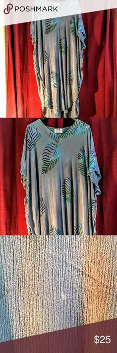 🌹🌹🌹🌹loose flowing tunic dress plus size 🌹 🌹🌹🌹this loose flowing tunic dress with two slits on side is very light and pretty on simple dress for everyday just slip over head and ur on ur way looking stunning light fitting  their a tiny dot on dress from dry cleaning but does not refex the look of the dress wild thing  Dresses