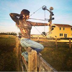 Bow Hunting Women, Hunting Girls, Archery Girl, Archery Bows, Women's Archery, Archery Sights, Archery Targets, Crossbow Hunting, Archery Hunting
