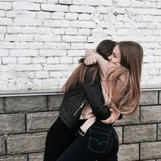 fr ths pic to be captured 😄💋 bff goals Best Friends Shoot, Best Friend Poses, Cute Friends, Best Friend Hug, Tumblr Bff, Friend Tumblr, Cute Friend Pictures, Friend Photos, Best Friend Photography