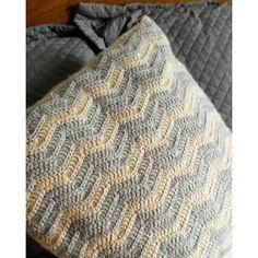 Almofada padronagem Chevron  Crochê, feita à mão - Lã sintética  Tamanho: 50cmx50cm  Diversas cores - CONSULTE PARA UMA COR PERSONALIZADA - contato@guimmi.com.br