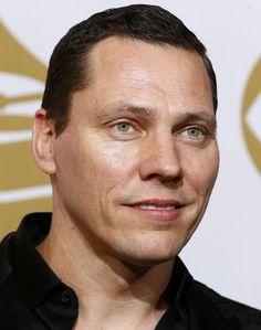 DJ Tiësto, artiestennaam van Tijs Michiel Verwest 17-01-1969  Nederlandse dj die vaak optreedt op grote dance-evenementen. DJ Tiësto is verscheidene keren verkozen tot beste dj ter wereld. Het vermogen van Tiësto werd in 2008 door het blad Quote geschat op 18,4 miljoen. euro.https://youtu.be/hAzdveRwpAY?t=55