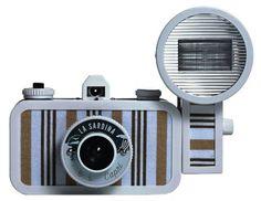 Máquina fotográfica de filme com flash, R$ 299,00. Lomography Gallery Store, Rua Augusta, 2481, Jardim Paulista, tel.: 3062-8955, www.lomography.com.br.