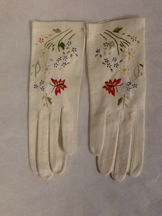 Vintage White Leather Embroidered Gloves Butterfly and Flowers Size 6.5