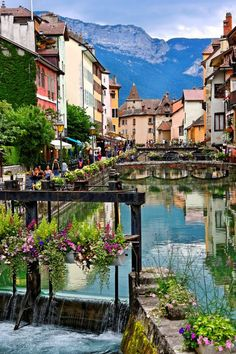 13 Most Charming Small Towns in France. Annecy, alpine town in South eastern France. Places To Travel, Places To See, Travel Destinations, Lake Annecy, Belle France, Annecy France, Foto Blog, France Photography, Voyage Europe