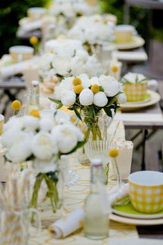 A YELLOW SPRINGTIME tablescape  This is a very clean and cheerful table.
