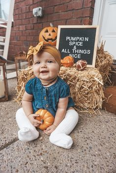 super ideas for baby bump pictures fall Halloween Baby Pictures, Halloween Bebes, Theme Halloween, Baby First Halloween, Baby Girl Halloween Outfit, Halloween Costumes, Fall Baby Pictures, Baby Girl Photos, Fall Baby Pics