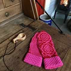 Just to find out the warts again! Now there is predicted debris and full winter. Striped Mittens, Knit Mittens, Craft Day, Warts, Premium Wordpress Themes, Fingerless Gloves, Ravelry, Knitting Patterns, How To Find Out