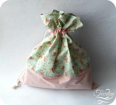 Saquinhos multiuso em tecido de algodão.  Organize sua mala de viagem ou gavetas com muito mais charme.
