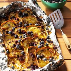 camp recipes Blueberry-Cinnamon Campfire Bread Recipe -A neighboring camper made a bread so tempting, I had to ask for the details. Heres my version, best enjoyed with a steaming cup of coffee by the campfire. Camping Desserts, Camping Snacks, Camping Cooking, Camping Dishes, Camping Tips, Tent Camping, Glamping, Camping Trailers, Family Camping