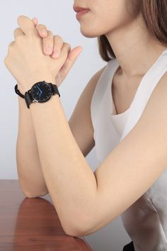 Here's a lovely girl wear a Welly Merck watch, she is so beautiful and attractive that we can't remove her from our memory.