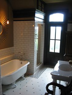 Historic & modern mix in the bathroom.