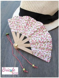 "Project # 1 Bricole Box ""C & # is Summer"": My Pocket + Tuto Fan . Popsicle Stick Crafts, Craft Stick Crafts, Paper Crafts, Diy Arts And Crafts, Diy Crafts, Diy For Kids, Crafts For Kids, Diy Accessoires, Little Presents"