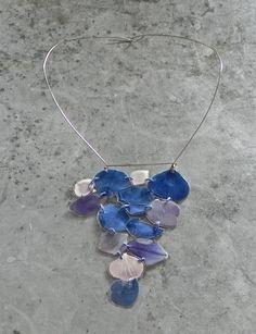 veronica guiduzzi, collier, petali plastificati e cuciti con filo di cotone, acciaio chirurgico, 2013