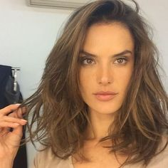 Photos : Alessandra Ambrosio Sublime Avec Son Carré Wavy !