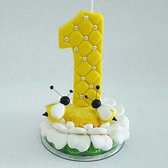 Vela abelhinha   #artesanato #biscuit #feitoamao #porcelanafria #velinhadecorada #velaaniversario #velinha1ano #festaabelha #abelha