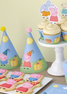 Peppa Pig is a British preschool cartoon television set line manufactured by Astley Baker Davies. Pig Birthday, Boy Birthday Parties, Birthday Party Decorations, Party Themes, Party Ideas, Peppa Pig Y George, George Pig Party, Fiestas Peppa Pig, Cumple Peppa Pig