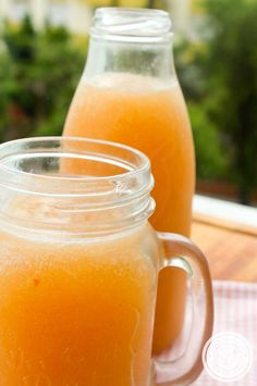 22 Refreshing drinks for the summer Everyone needs some delicious Refreshing drinks for summer For upcoming summer parties everyone needs a few delicious homemade recipes, and on a hot summer day nothing Fruity Drinks, Refreshing Drinks, Summer Drinks, Cocktail Drinks, Cocktail Recipes, Cocktails, Summer Parties, Juice Smoothie, Smoothies