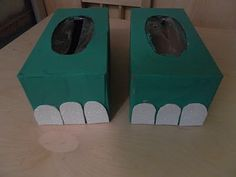 dinosaur feet from kleenex boxes! plus lots of great ideas for learning the letter d.